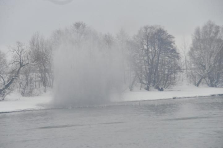 Профессионалы  взорвали лед нареке вчерте Томска