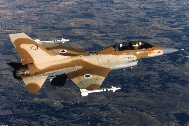 Иногда израильские истребители и штурмовики врываются в воздушное пространство Сирии уже «стадом» - по 5-6 самолетов сразу.