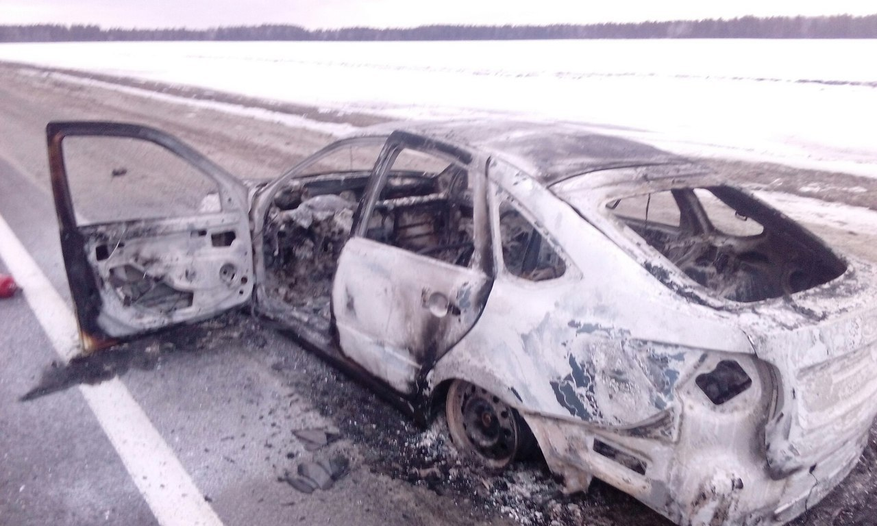 Шофёр оставил натрассе Ульяновской области горящий автомобиль иуехал сдрузьями