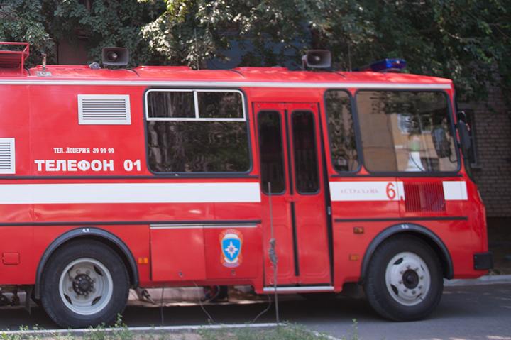 ВАстраханской области подожгли заброшенный дом иполторы тонны сена