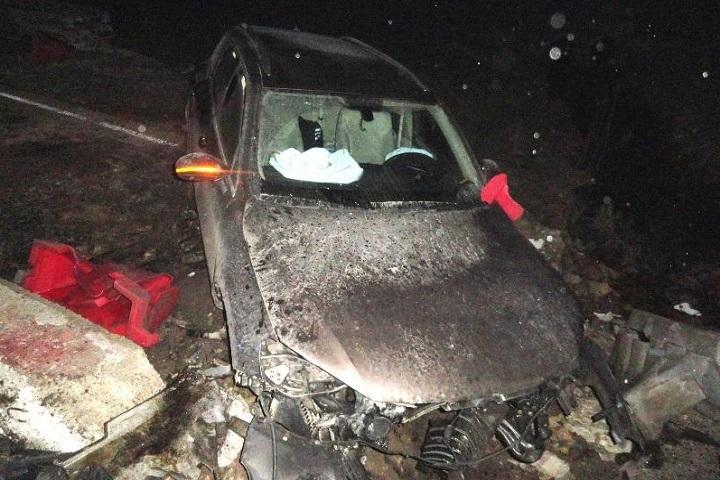 Шофёр джипа врезался вбетонный блок вИпатовском районе