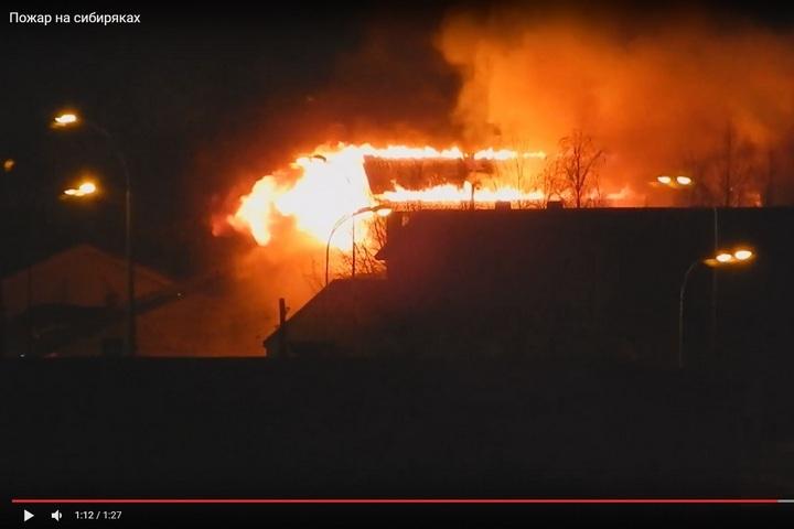 Навидео попал интенсивный пожар вавтомагазине вКемерово
