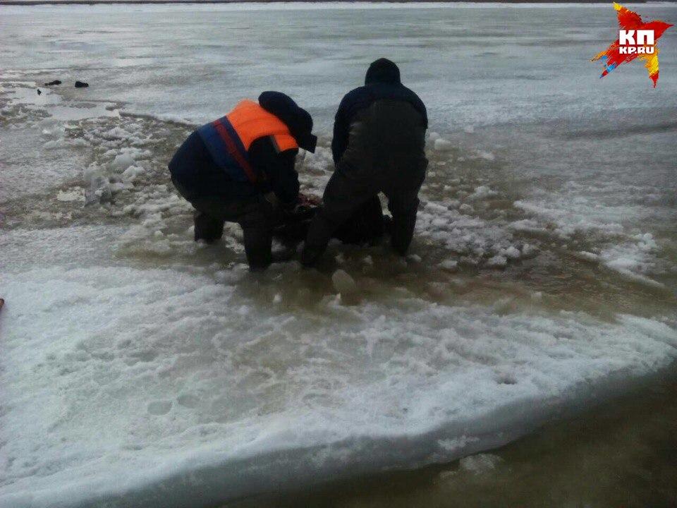 ВВольском районе отыскали вмерзший влед труп мужчины