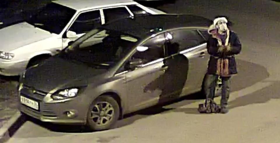 ВВоронеже камера видеонаблюдения сняла, как автовор разбил стекло иномарки