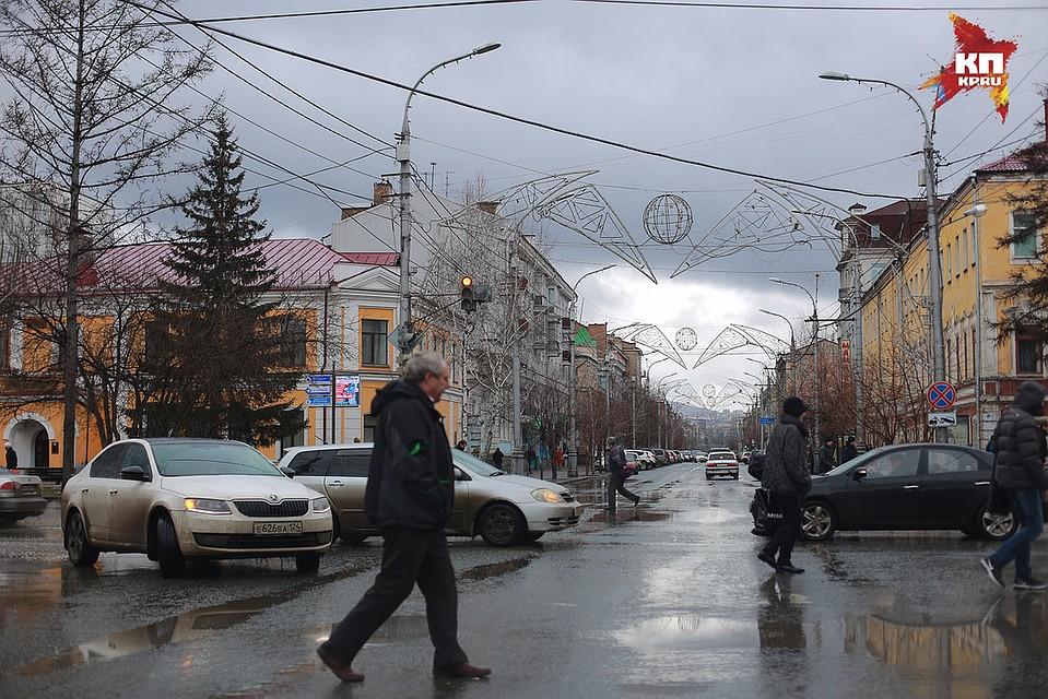 ВКрасноярске городские службы продолжают устранять последствия отштормового ветра