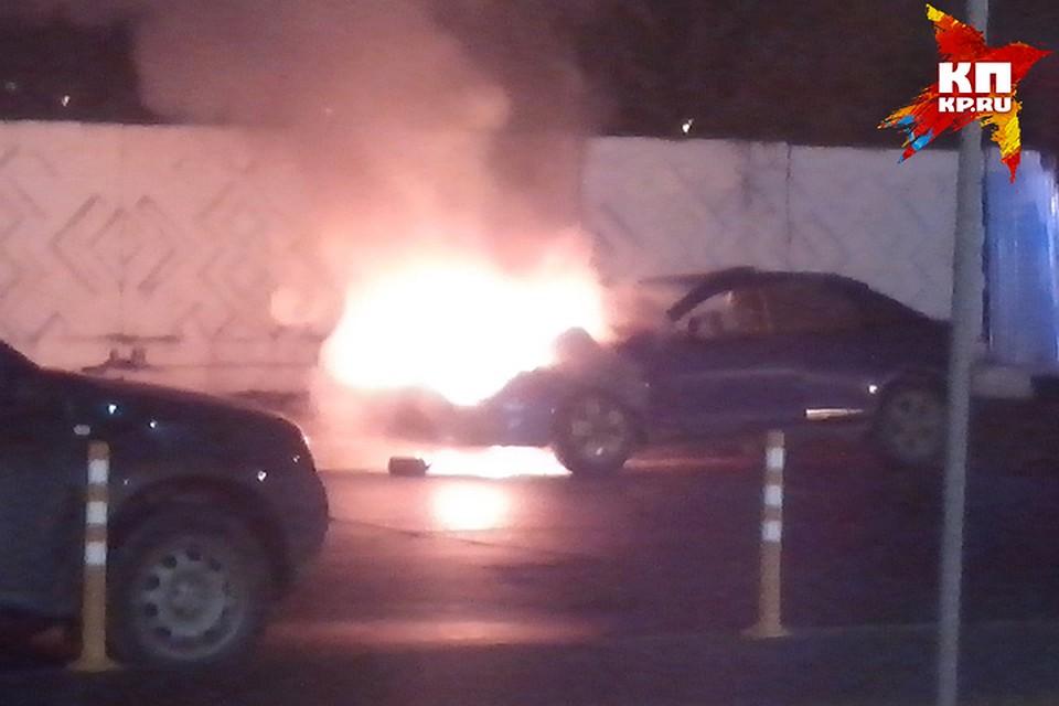 Около ТРЦ «Талисман» зажегся автомобиль