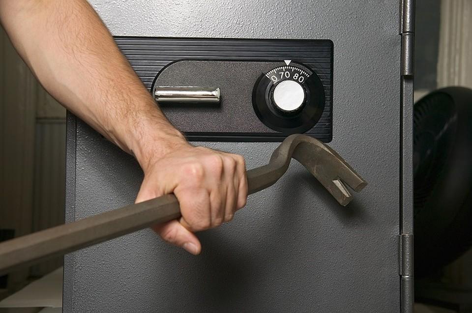Ижевские подростки украли измечети сейф сденьгами