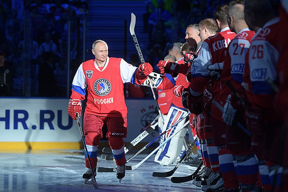 Путин забросил семь шайб вматче Ночной хоккейной лиги