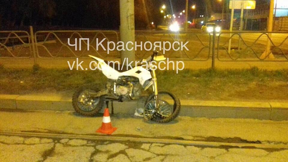 Появилось видео крупного ДТП вКрасноярске сучастием нетрезвого мотоциклиста
