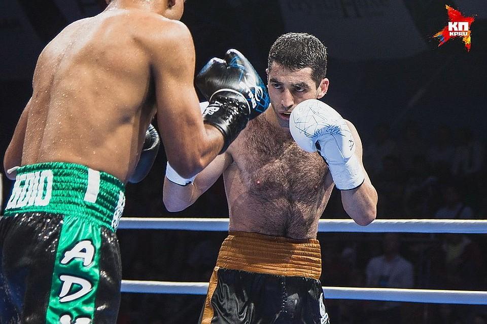 Призер ОИ-2012 боксер Алоян победил впервом поединке напрофессиональном ринге