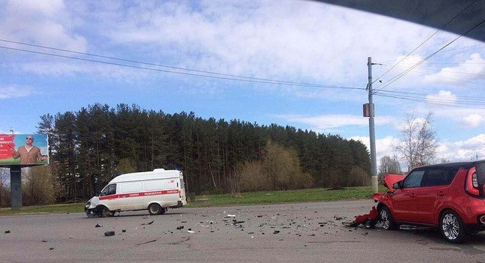 ВИжевске легковушка столкнулась смашиной «скорой помощи»
