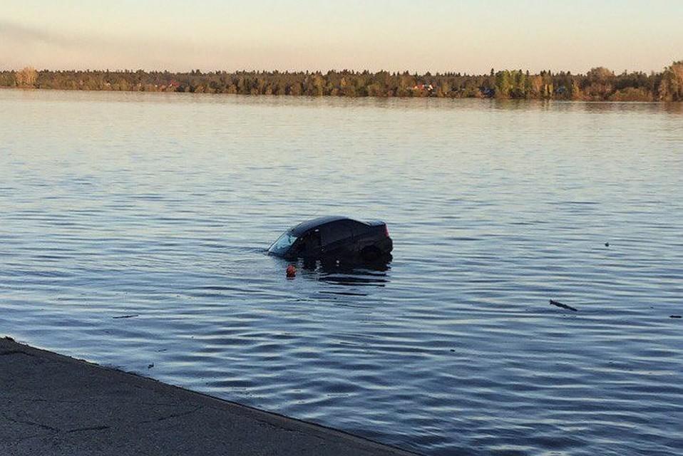 ВПермском крае иностранная машина утонула вреке