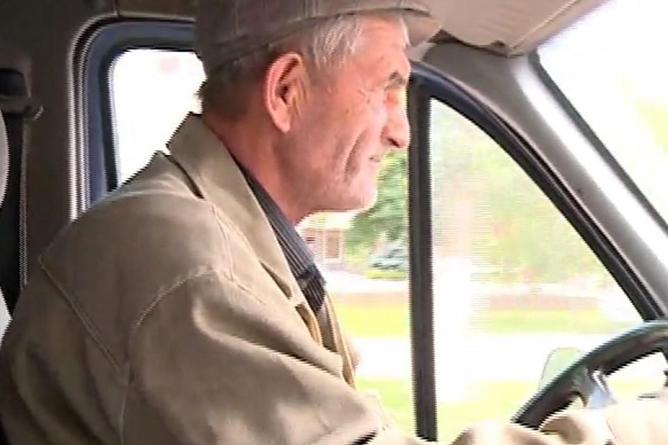 Шофёр  махачкалинской маршрутки бесплатно возит пассажиров попятницам