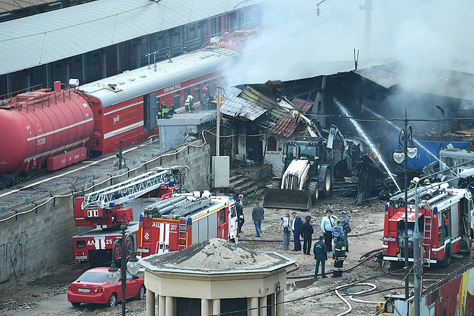 Впожаре наскладе уКиевского вокзала погибли два человека— МЧС
