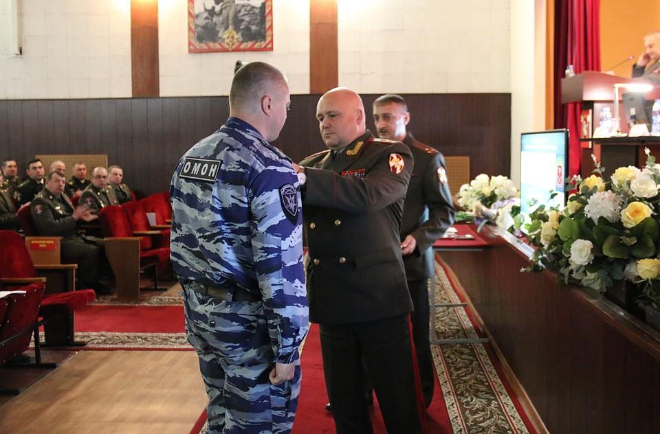 ВПетербурге наградили служащих ОМОН, предотвративших 2-ой взрыв вметро 3апреля