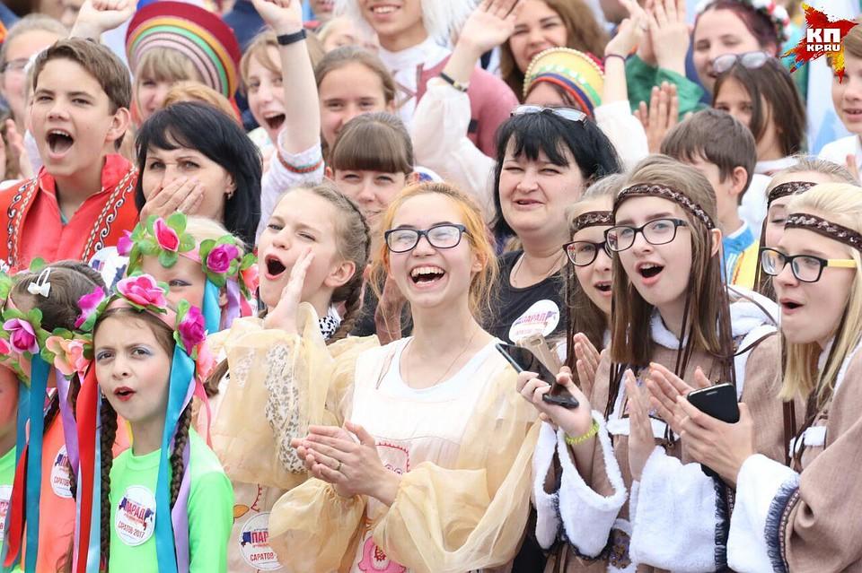 В параде в честь Дня России поучаствовали 1,2 тысячи саратовцев
