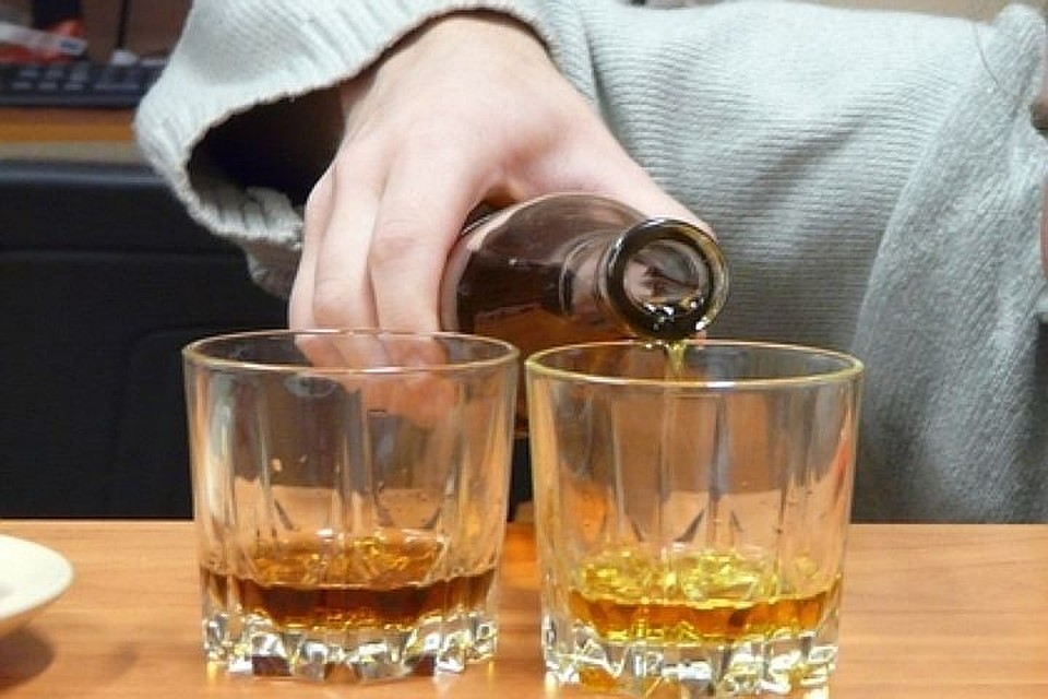 Петербургским кафе запретят торговать спирт втаре ночами