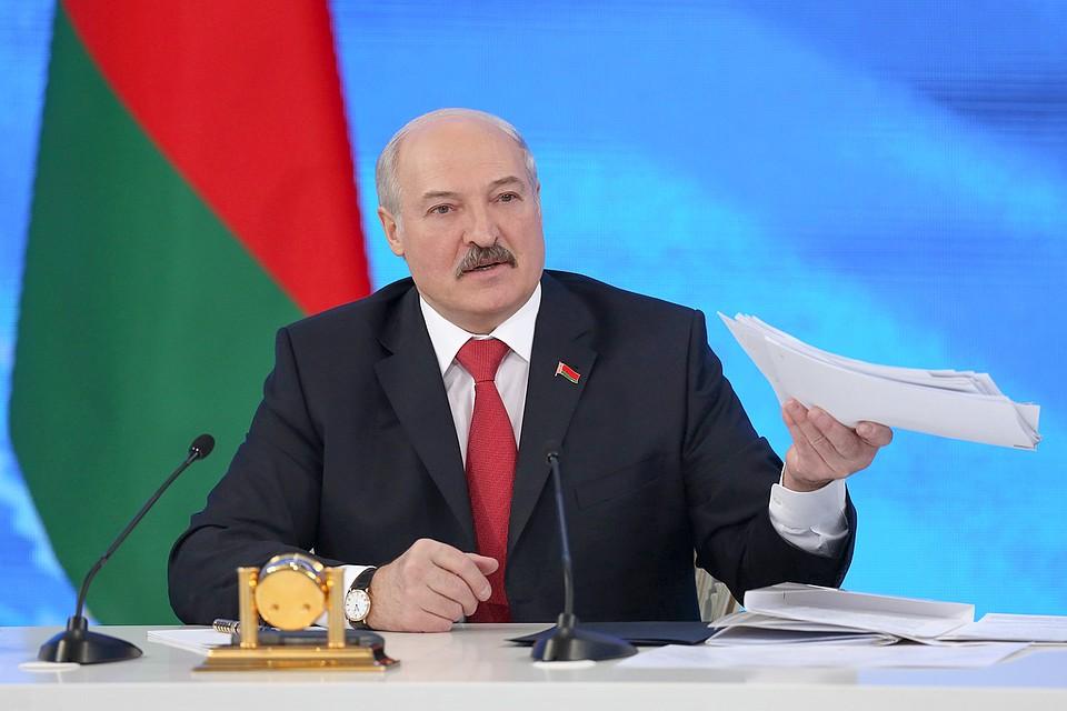 Лукашенко: летом нам необходимо расставить все точки над iвобразовании
