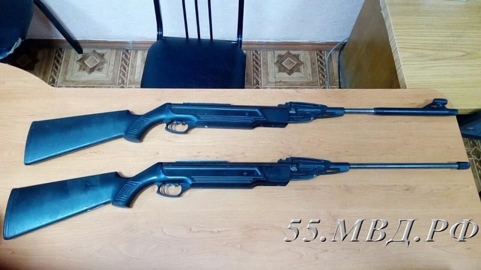 ВОмске подростки украли изтира винтовки иначали стрелять поокнам