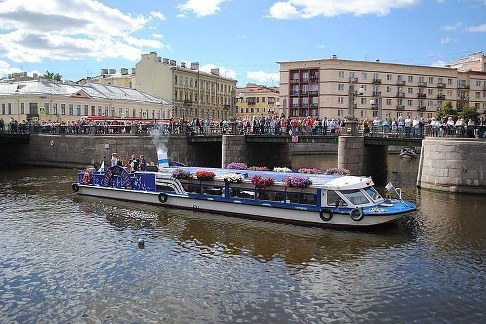 Как вРио, только наМойке: Петербург устроил речной карнавал