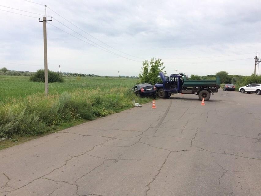 Под Тольятти при столкновении грузового автомобиля илегковушки пострадали шесть человек