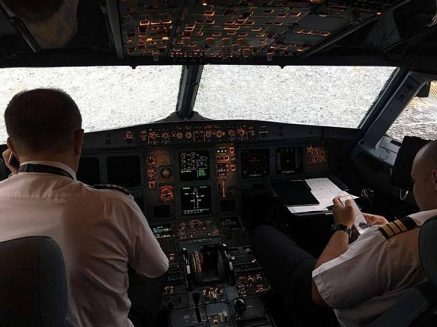 Украинский пилот героически посадил разбитый самолет вСтамбуле