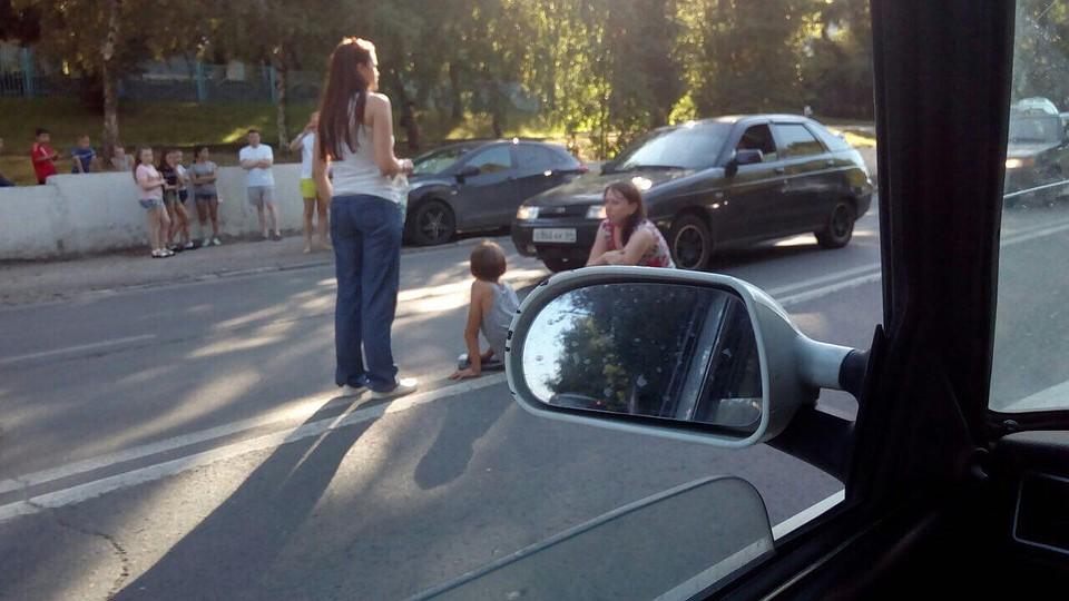 ВСаратове восьмилетний парень попал под колеса иномарки