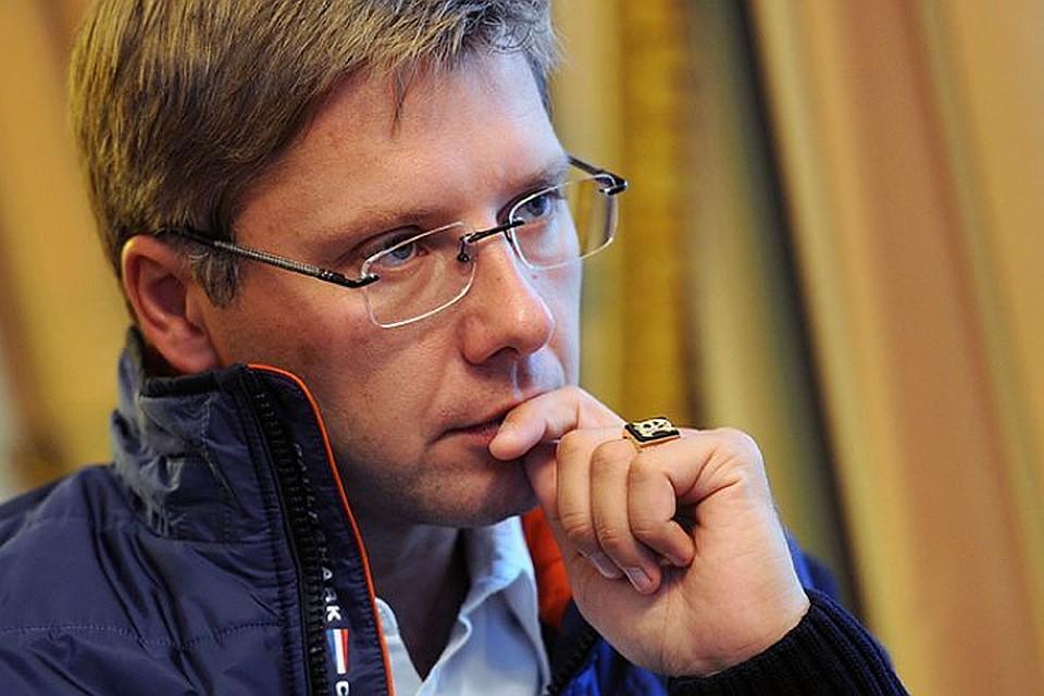 Нил Ушаков посмеялся над обвинениями оппозиции вкраже кабеля откомпьютера