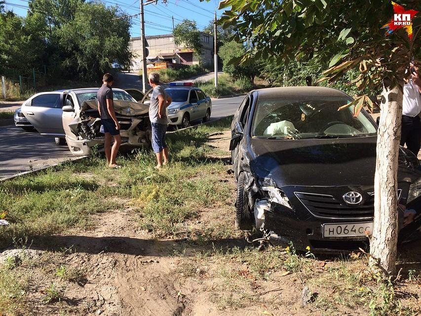 ВСаратове нетрезвый шофёр автомобиля Тоёта столкнулся с Шевроле