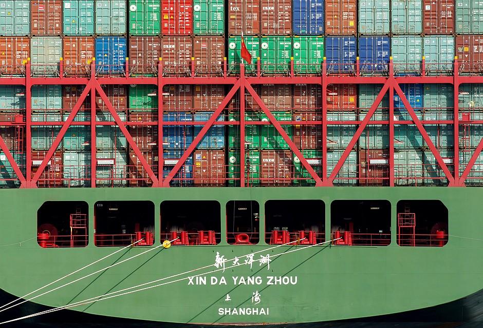 Порт Антверпена заблокировал севший намель контейнеровоз