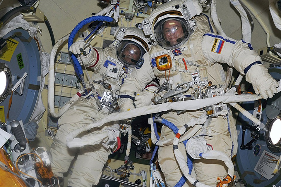 Русские космонавты выйдут воткрытый космос вновых скафандрах