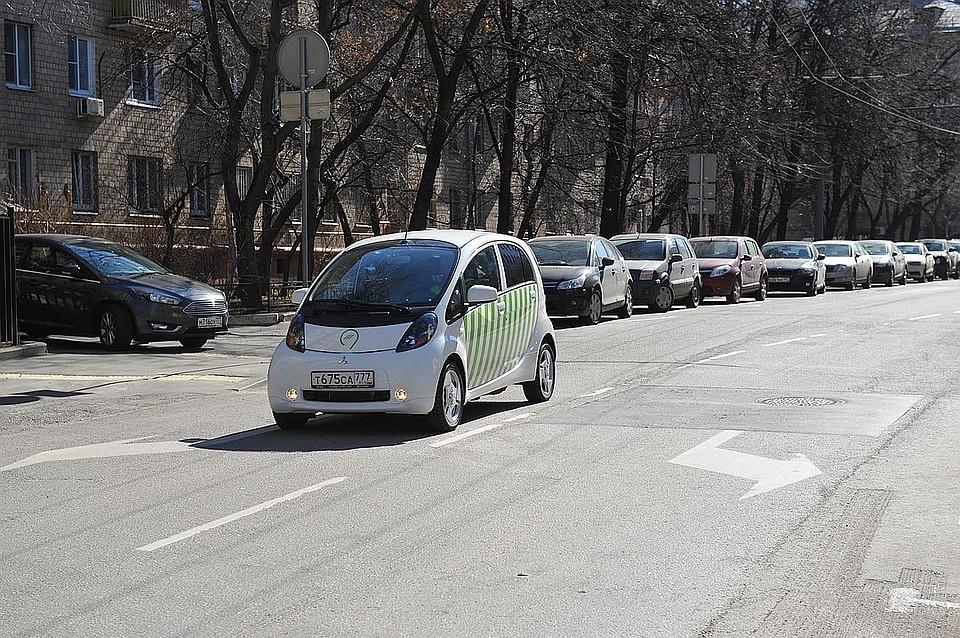 Заряжать электромобили в РФ можно будет наАЗС ипарковках
