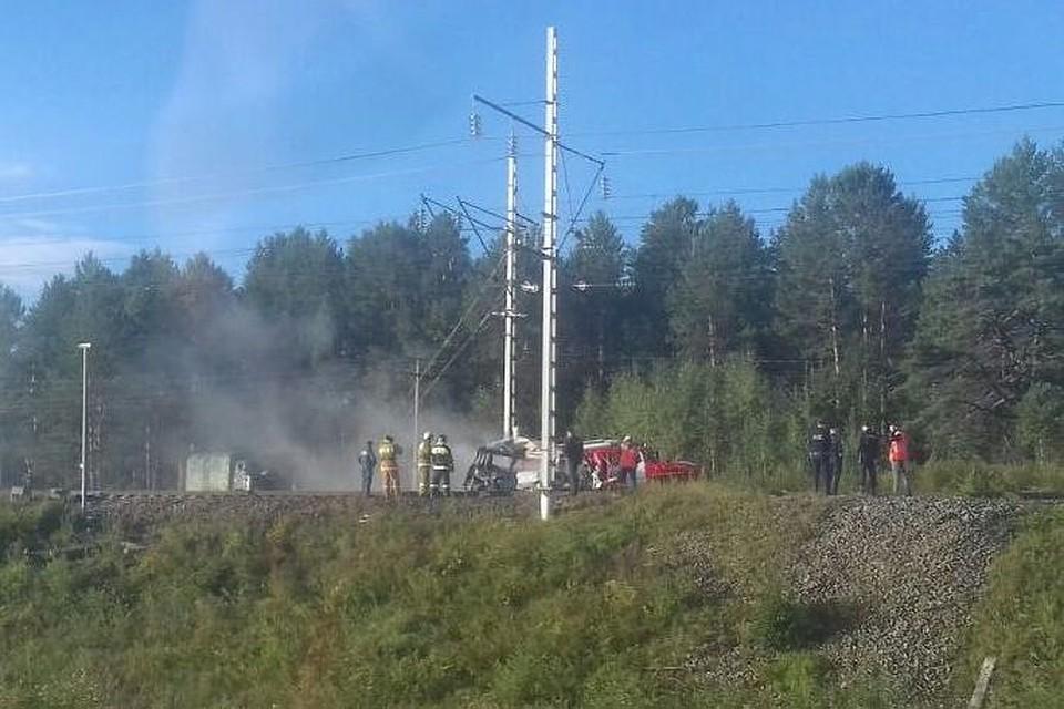 Три человека погибли при столкновении микроавтобуса сэлектровозом вАмурской области