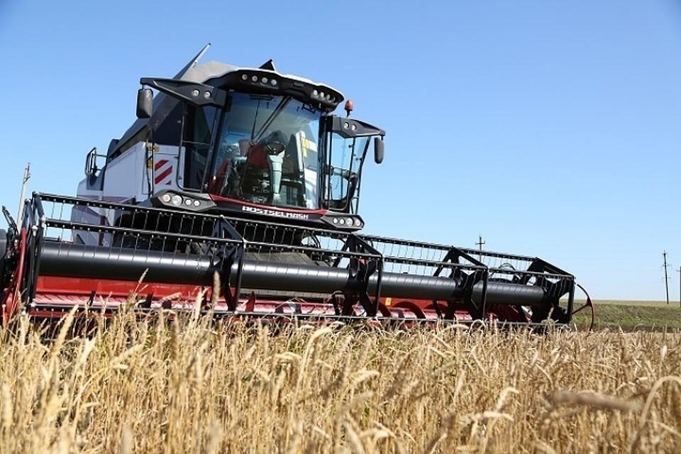 Марат Ахметов назвал лидирующие районы Татарстана поуборке урожая
