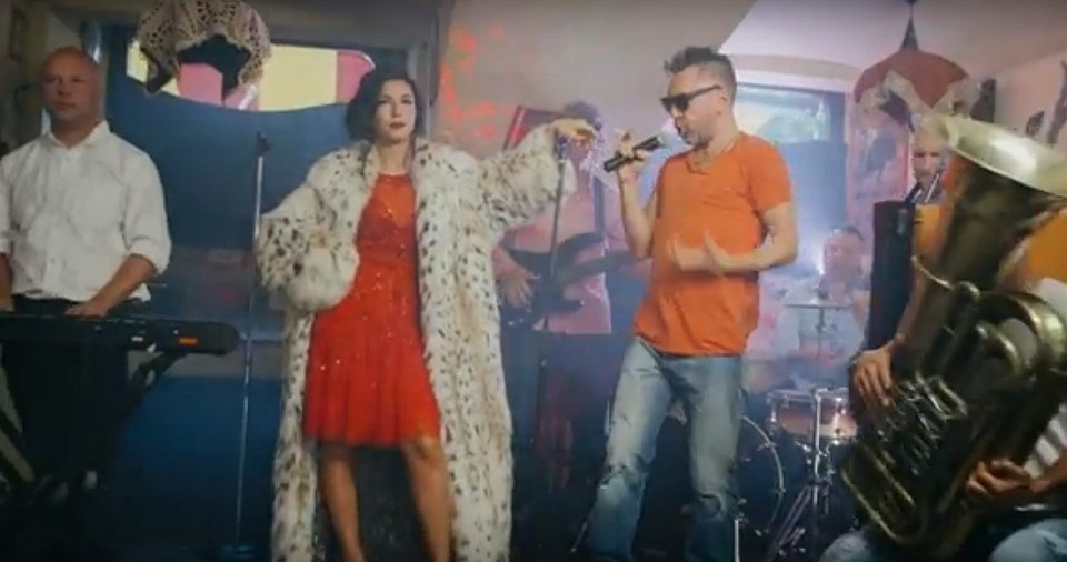 Шнуров-рэпер иКержаков-мазила: «Ленинград» выпустил новый клип «Ч.П.Х».