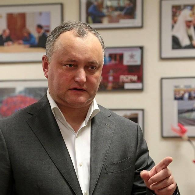 Додон несобирается подписывать антироссийские законы