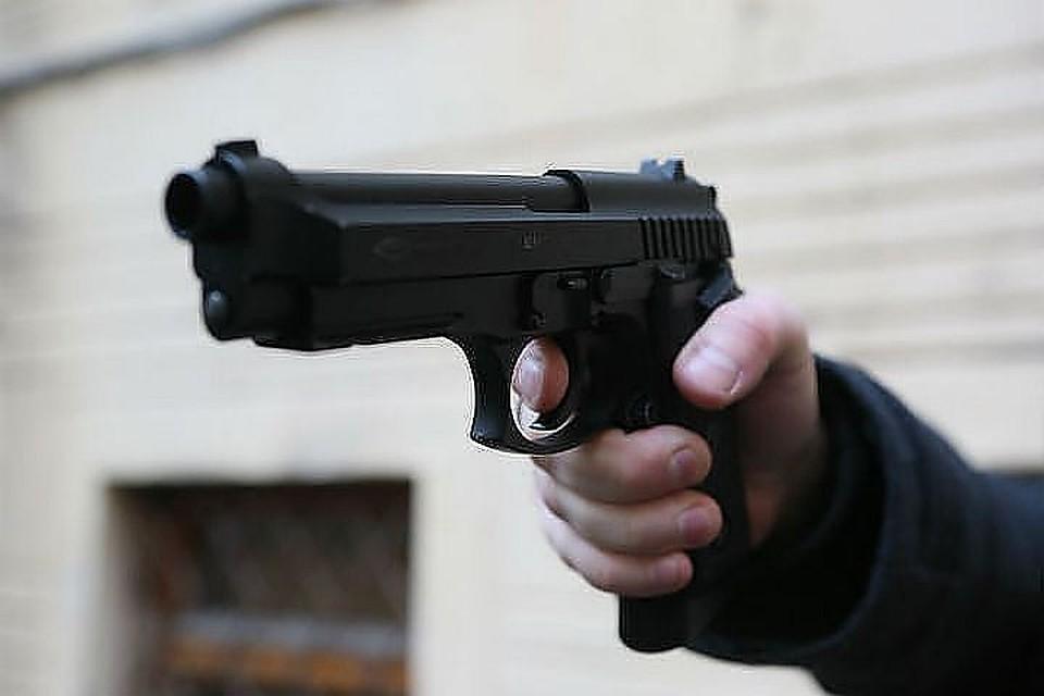 Нашоссе Революции мужчина выстрелил внового ухажера своей бывшей девушки