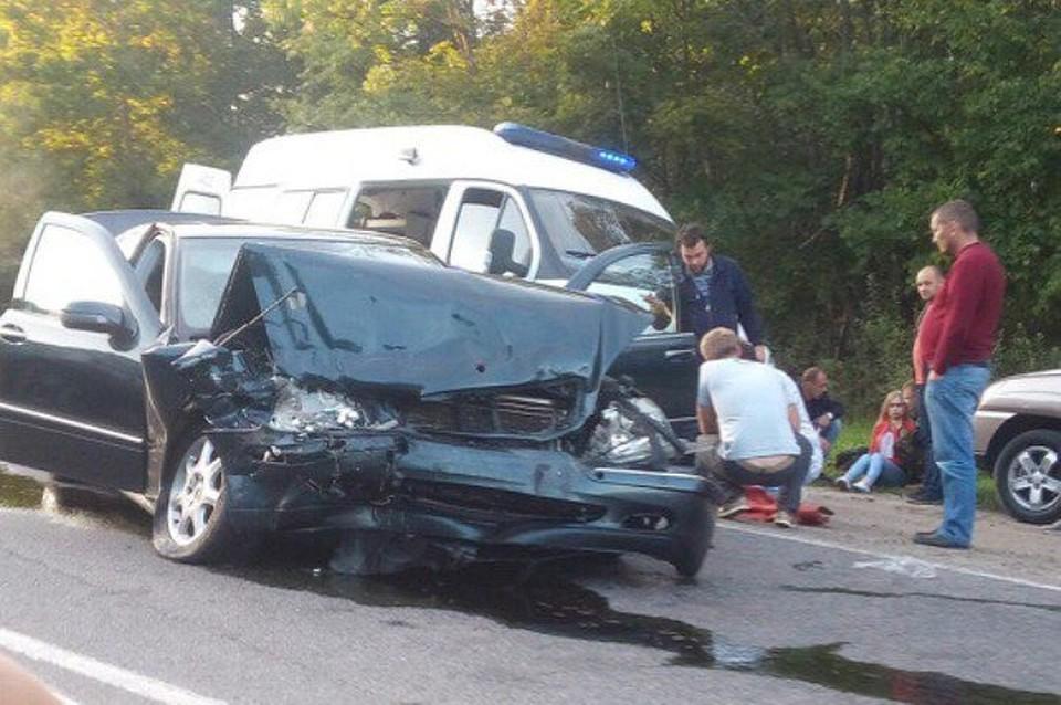 Вкрупной трагедии под Брянском пострадали шофёр ипассажирка «Мерседеса»