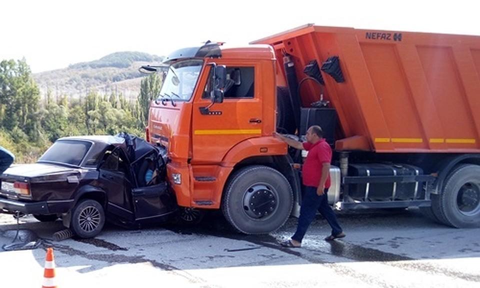 ВКрыму трое погибли влобовом ДТП «Жигулей» иКамАЗа