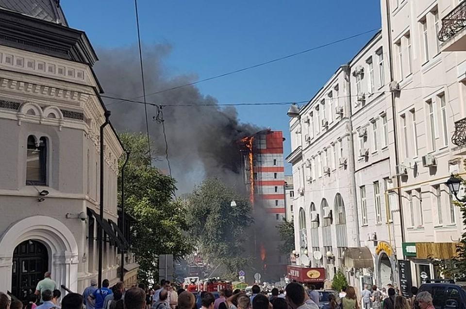 Источник проинформировал обэвакуации неменее 400 человек из-за горящей вРостове-на-Дону гостиницы