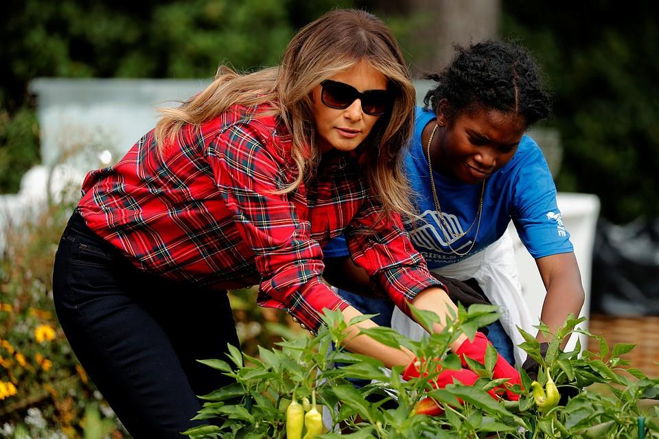 Мелания Трамп поработала нагрядке Белого дома врубашке за670евро