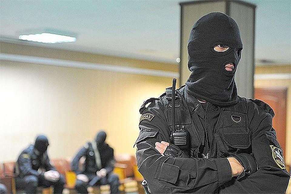 ВПетербурге силовики нагрянули в кабинет первой частной страховой компании