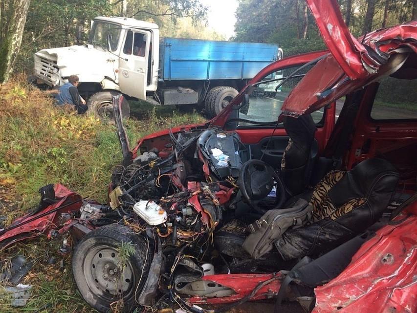 Набалтийской трассе лоб влоб столкнулись «каблучок» и фургон: умер человек
