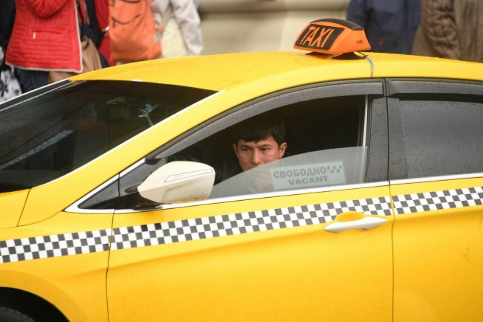 Кошелек синостранной валютой имобильный телефон присвоил таксист вМурманске