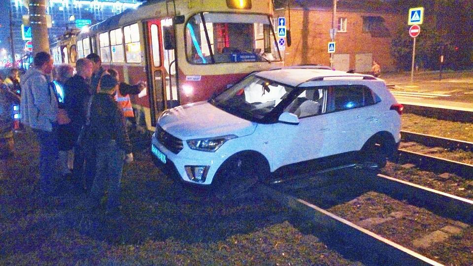 Вцентре Краснодара из-за аварии надороге  остановилось движение трамваев