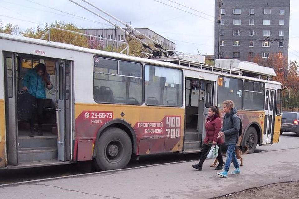 Двери троллейбуса зажали ребенка вМурманске