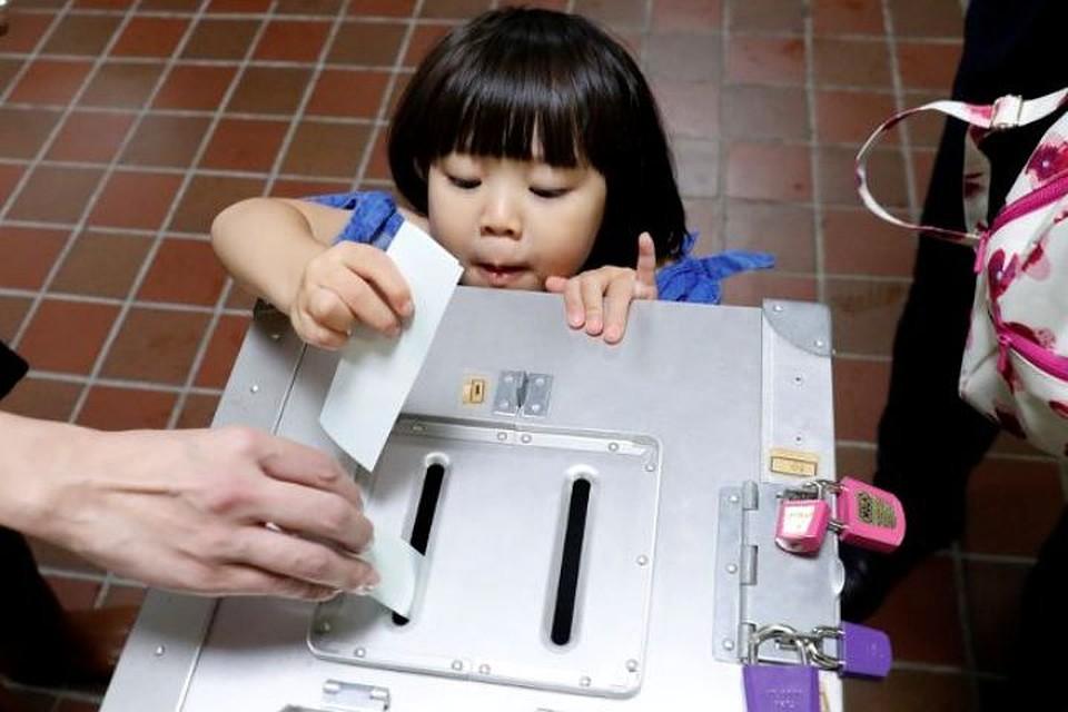 Навыборах вЯпонии выигрывает  партия премьера  страны