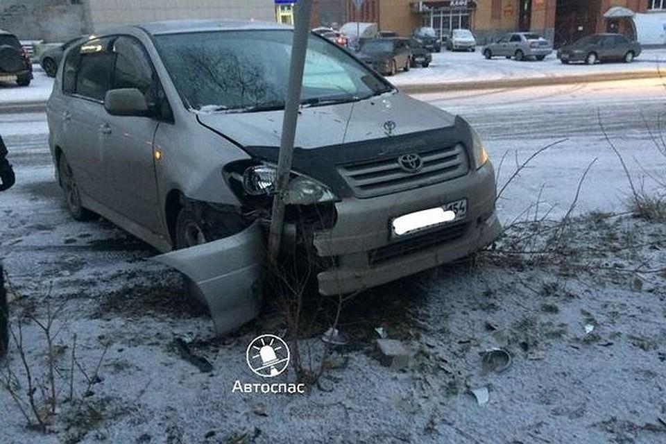 ВНовосибирске вавариях наскользкой дороге столкнулись 5 машин
