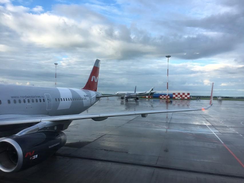 Сейчас запускают авиасообщение с Москвой и Петербургом