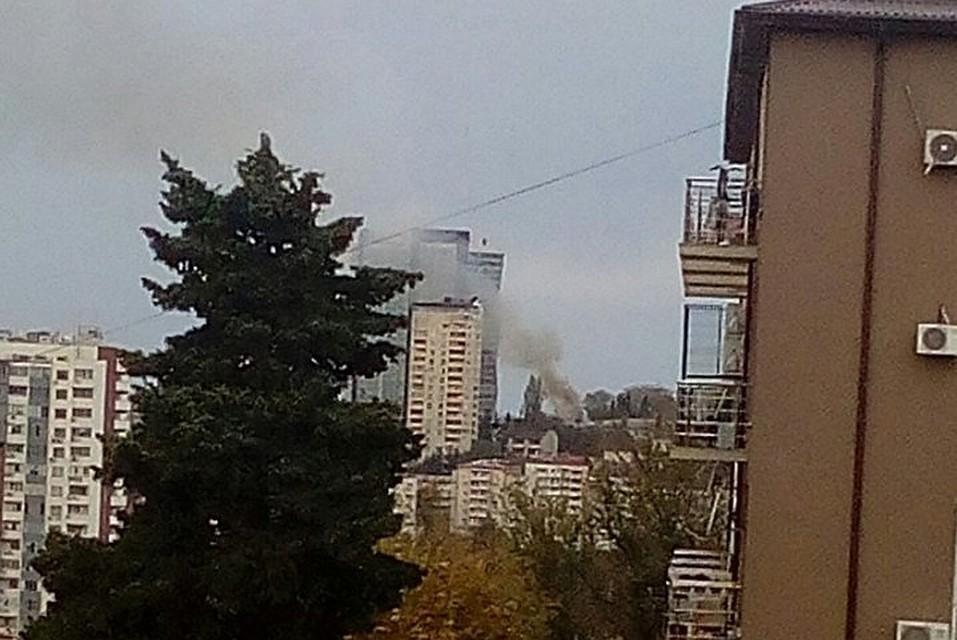 ВСочи изгорящего жилого дома эвакуированы 20 человек
